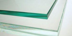 چرا برخی از شیشه های ساده، سبز به نظر می رسند؟