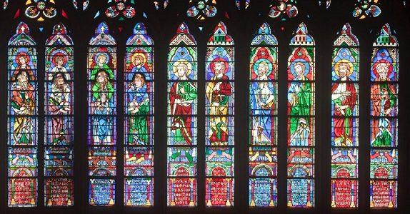 شیشه های استیند گلس در کلیسای نوتردام پاریس