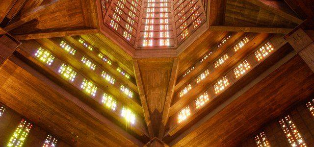 شیشه های استین گلس در کلیسای سنت ژوزف فرانسه