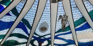 سقف شیشه ای کلیسای برازیلیا