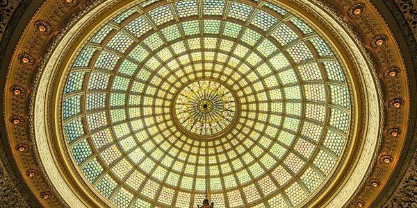 گنبد شیشه ای استیند گلس و تیفانی در مرکز فرهنگی شیکاگو