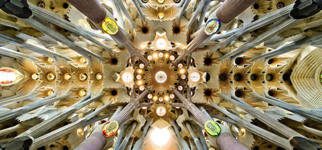 پنجره های استیند گلس در کلیسای ساگرادا فامیلیا