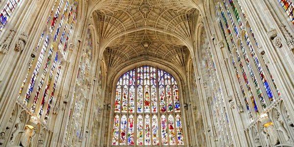 پنجره های استین گلس در کلیسای کالج کینگ ، انگلستان