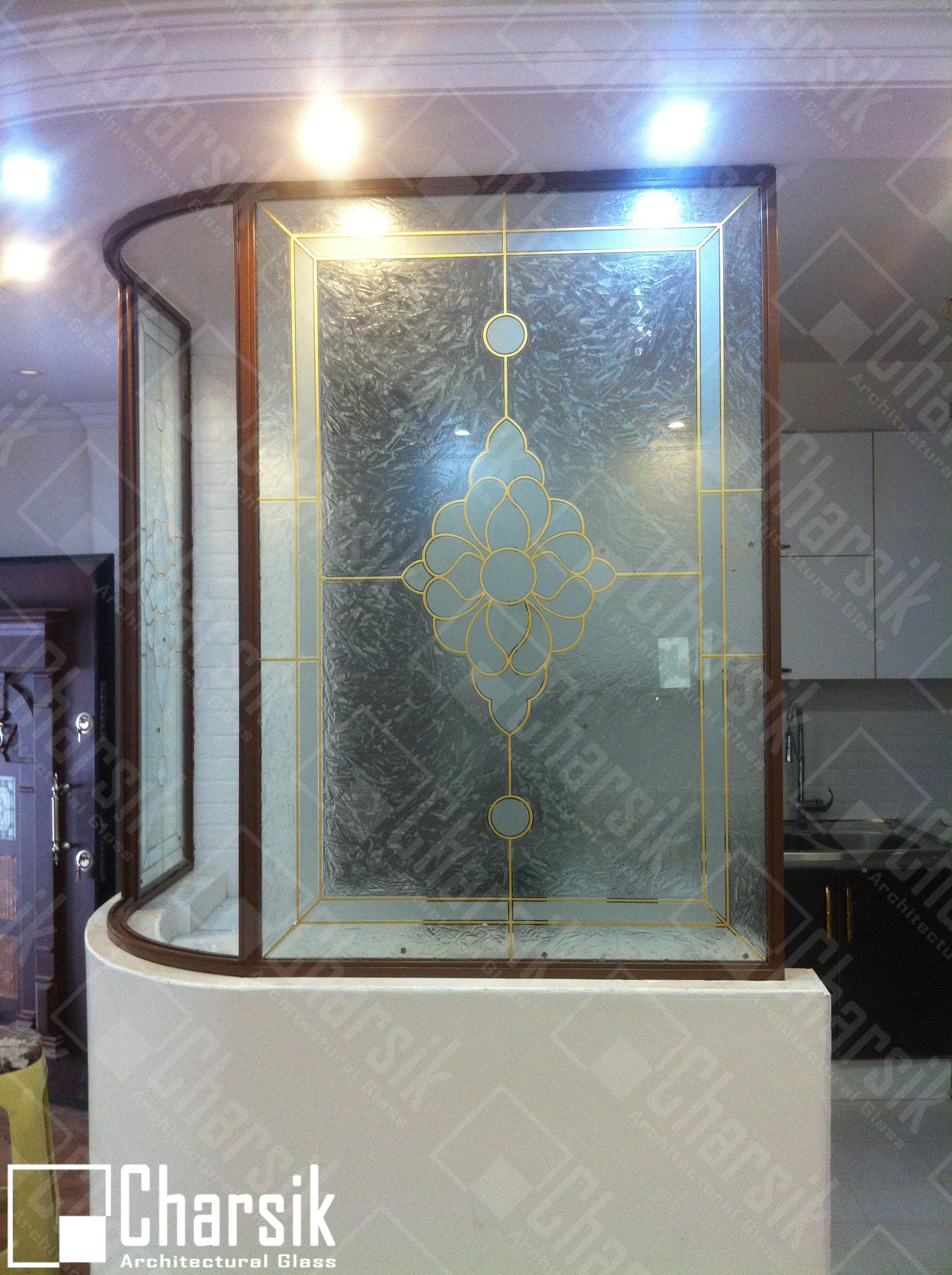دیوار شیشه ای تزئینی