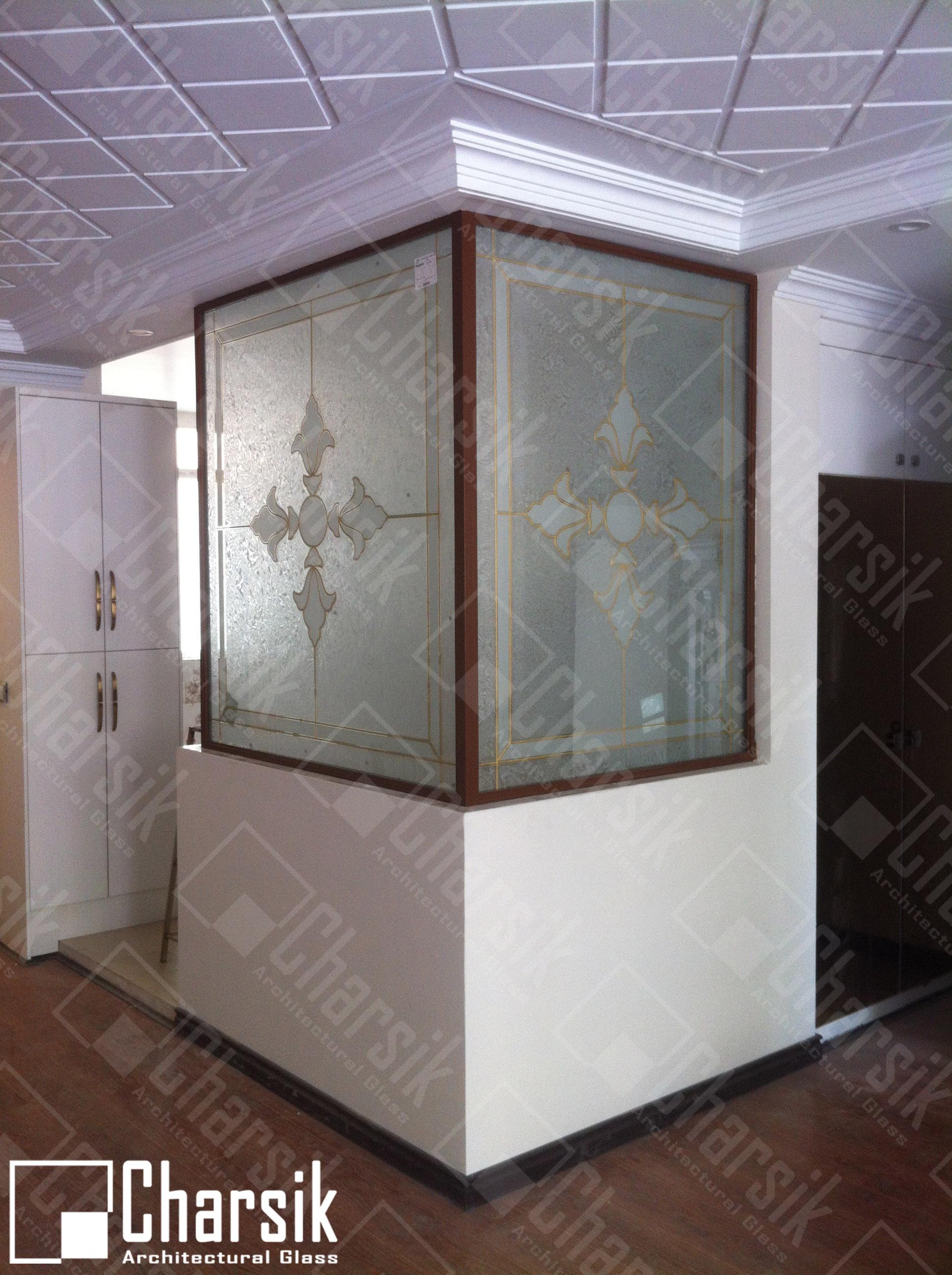 شیشه جداکننده تزئینی