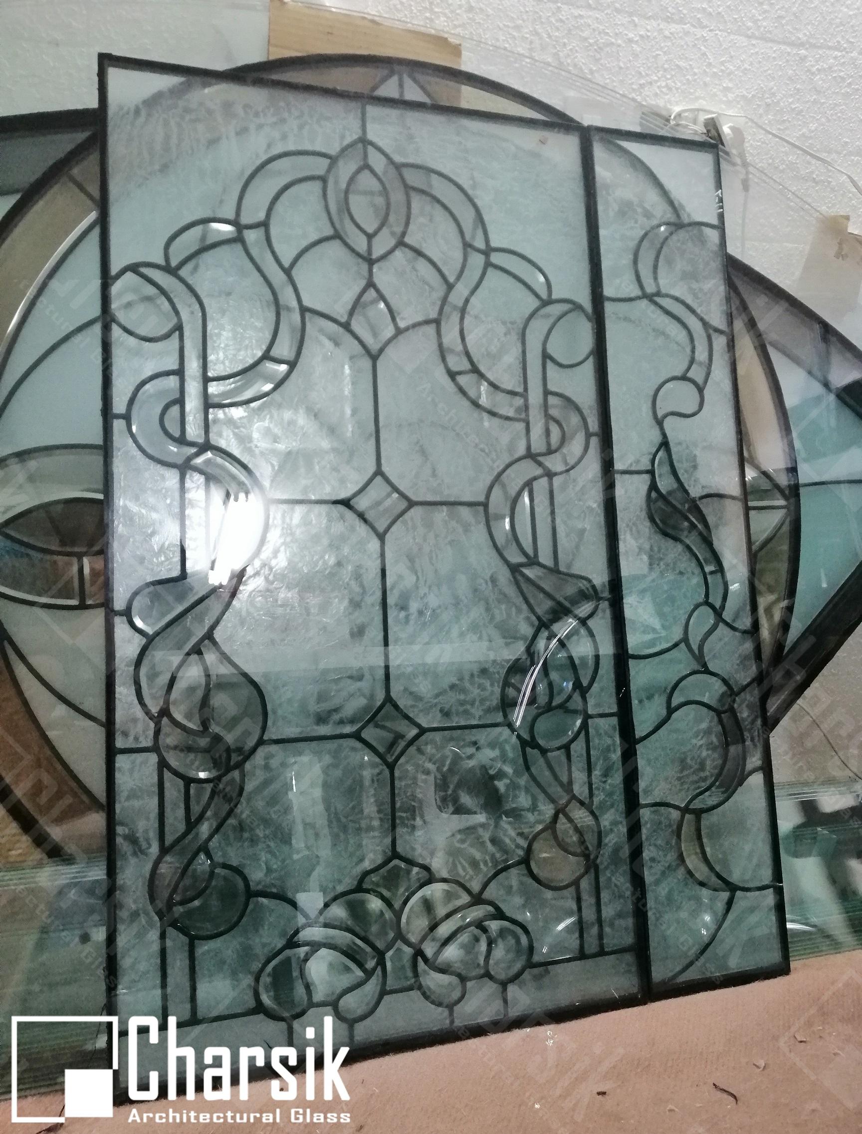 شیشه تزئینی درب ورودی فلز دار