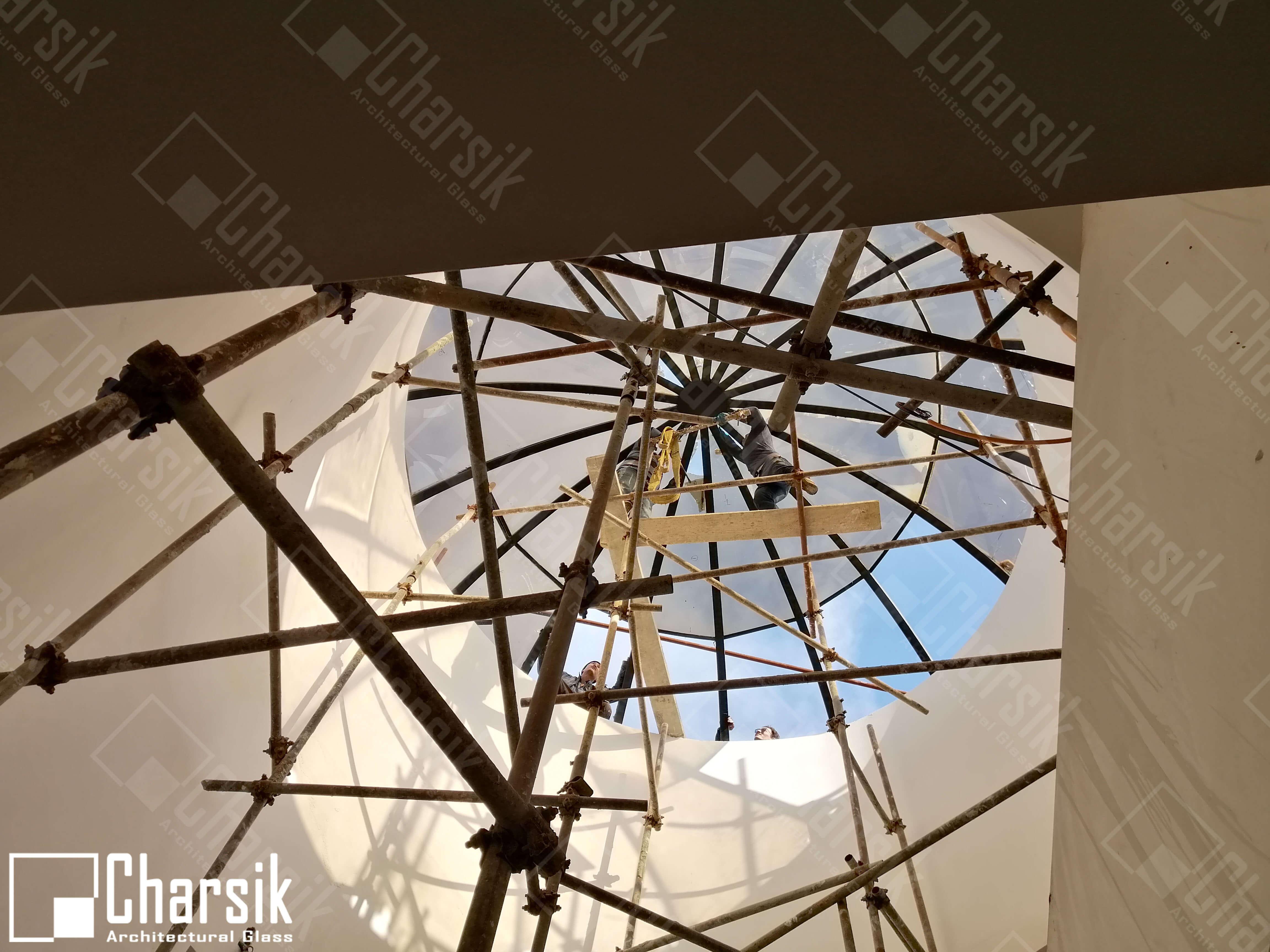 گنبد شیشه ای و سقف شیشه رنگی لوکس و خاص چارسیک